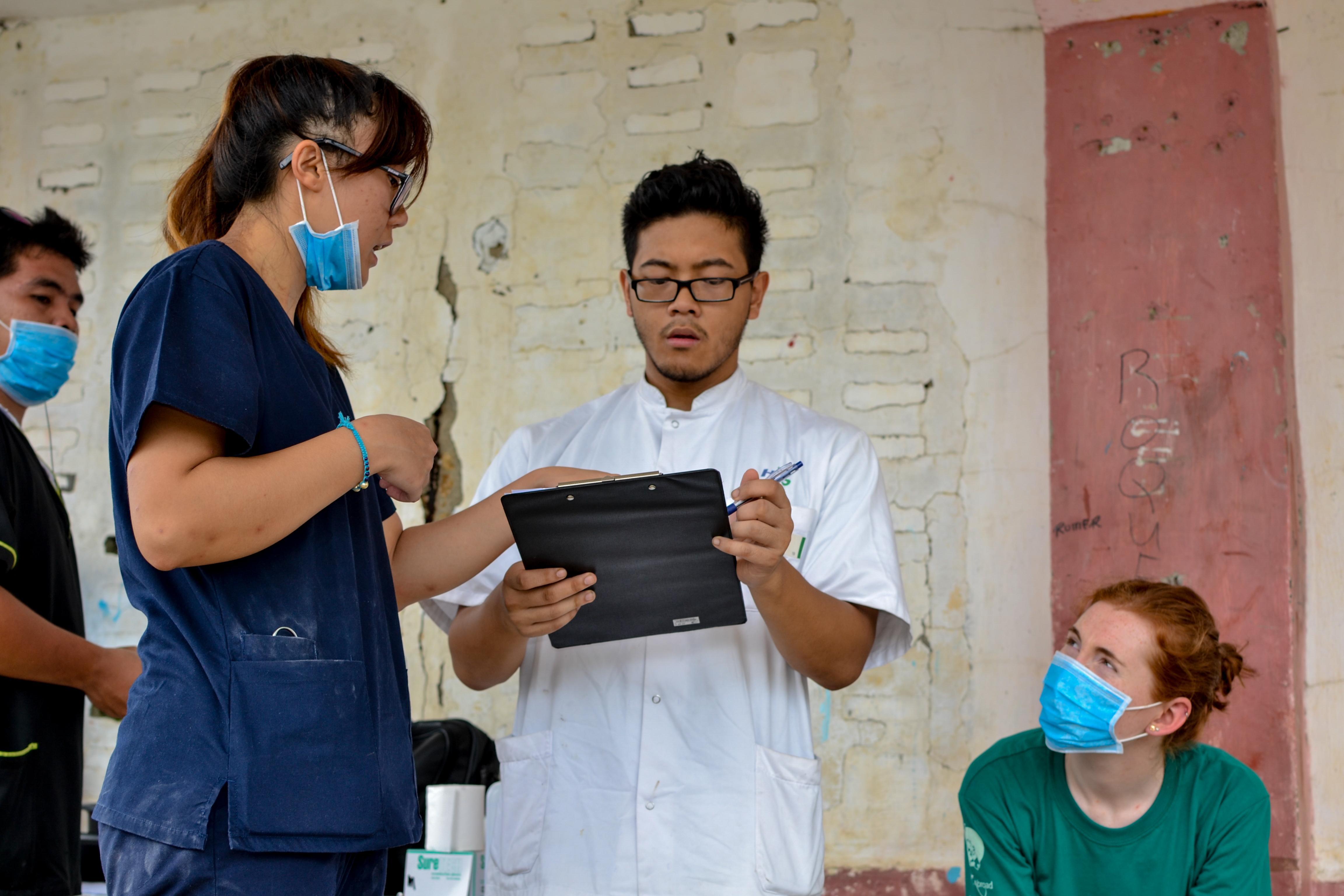 Interns pictured working together with local doctors during their medical internship in the Phillippines with Projects Abroad.